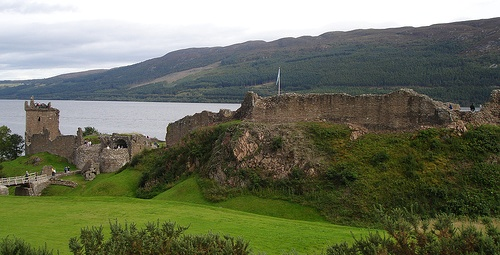Urquhart Castle flickr @lyng883