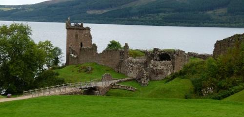 Urquhart Castle in Schottland @schottrundreise